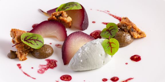 RED WINE SPICED POACHED PEAR
